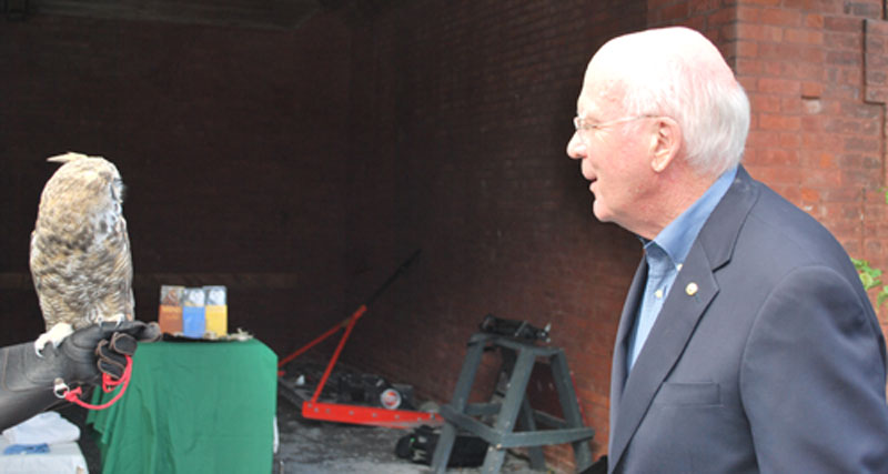 Senator Leahy greets an animal ambassador at an event for the National Wildlife Federation